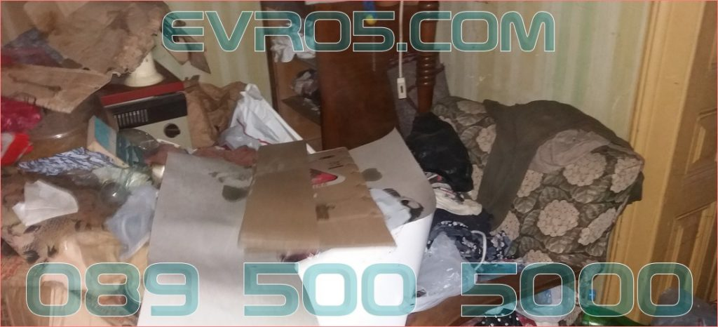 Изхвърляне на диван и боклуци