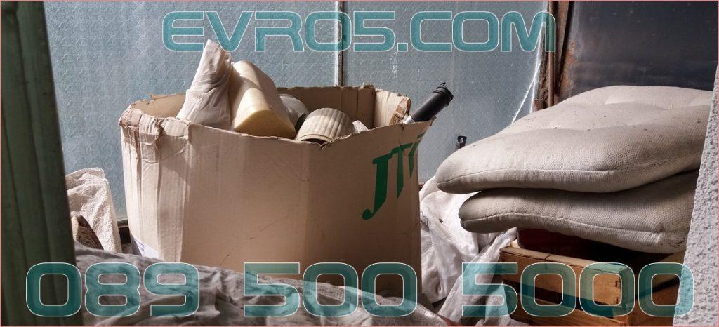 Изнася боклук с чували за отпадъци